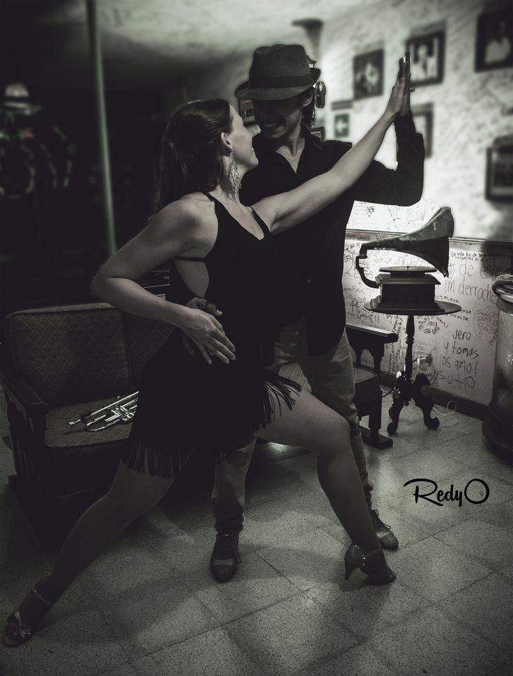 Bailarines de Timbale en Mojito Salsa Club
