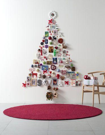 Idee per decorare la casa con le fotografie!  l'albero di Natale a parete dei ricordi! Bello, vero?