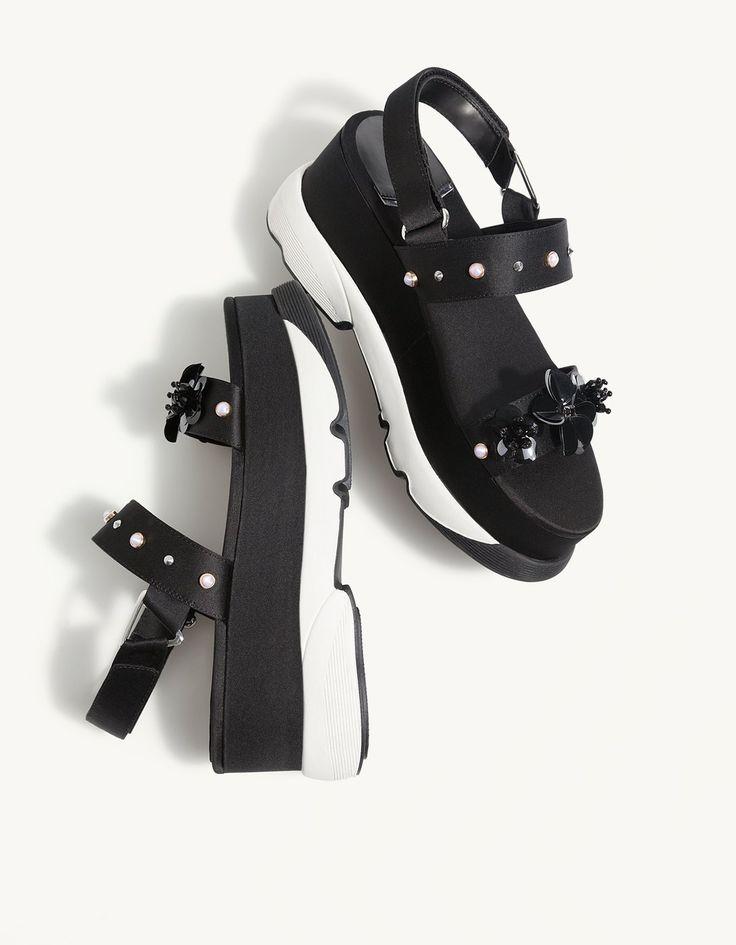 Sandales flatform détail fleurs - Sandales à talon | Stradivarius France