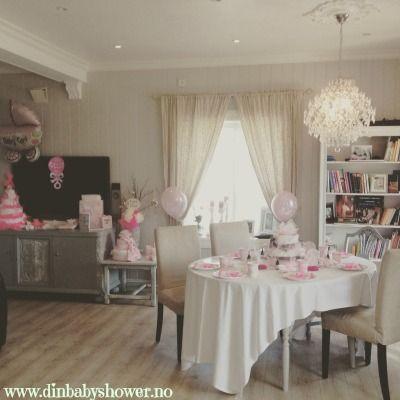 Pyntet til baby shower! Lurer du på hvordan man kan pynte til baby shower? www.dinbabyshower.no har tips og råd som kanskje kan være til hjelp :)