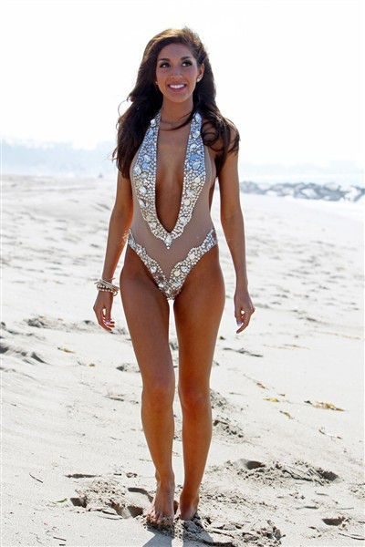 20 Celeb Bathing Suits We Don't Understand | We, World and TVs