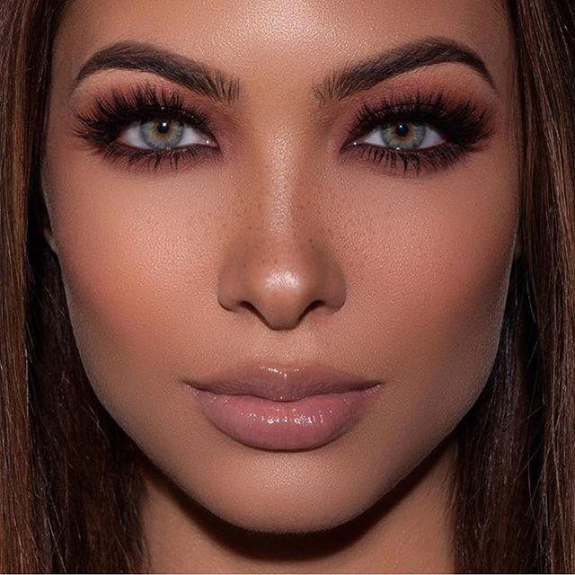 Beautiful look in the @doseofcolors New •Baked Browns• eyeshadow palette    Photography: @snapsstudio  Model: @brittrafuson  Makeup: @makeupari_   Hair: @larackay