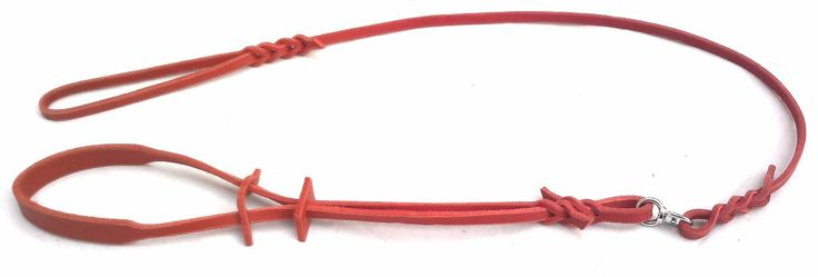 Show leash widespread under neck. Red colour