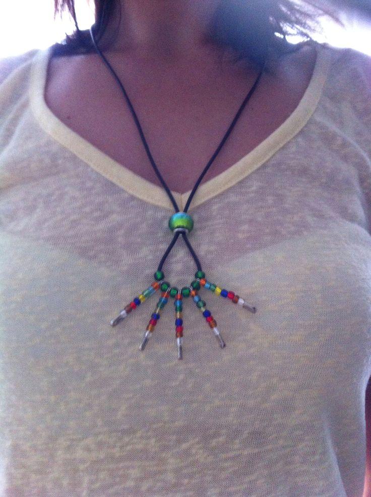 Collier perles et épingles