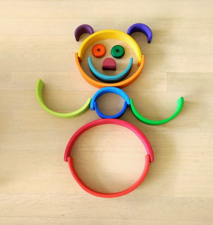houten regenboog hond - so many possible ways to play with a rainbow!