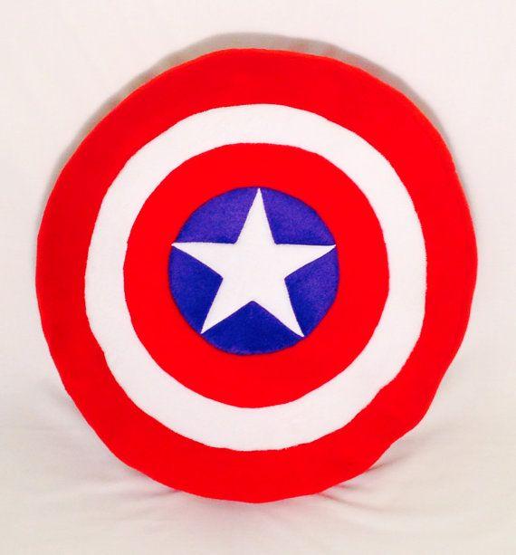 oreiller de bouclier de captain america par sewashleigh sur etsy