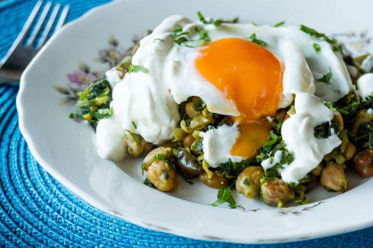 Ρεβίθια με κάρυ και τηγανητό αυγό από τον Άκη. Συνδυάστε αυτό το πιάτο με τηγανητό αυγό και θα γίνει ένας ανεπανάληπτος τρόπος για να φάτε τα ρεβίθια σας!