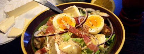 Salat med bakte poteter, brie og smilende egg med sennepsvinaigrette   Snaddervaffel