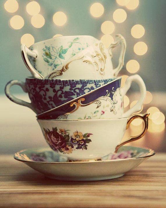 Five tea cups,one saucer