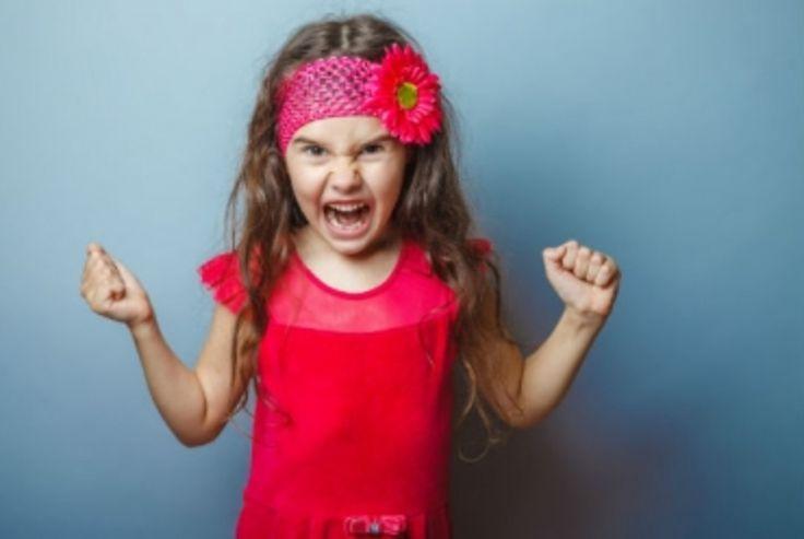 Les enfants, que vous en ayez ou pas, ça bouge, ça s'exprime, et surtout ça a des parents. Et les parents des enfants des autres, ce n'est pas vous, jusqu'à preuve du contraire. C'est là que ça se complique. Car vos enfants, ou vos neveux, ont forcément toutes les qualités du monde. Mais ceux des autres, c'est une autre histoire !