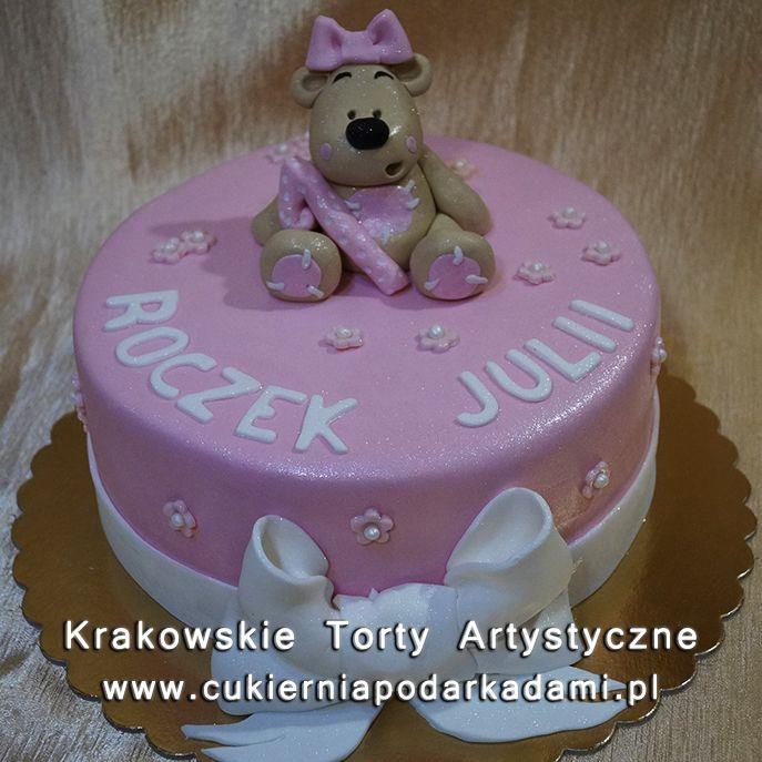 108. Tort z misiem i białą kokardą na roczek. Cake with teddy bear and white bow.