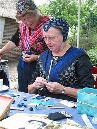 P8 Buttons & Fabrics: Button Wednesday : Staphorst Button