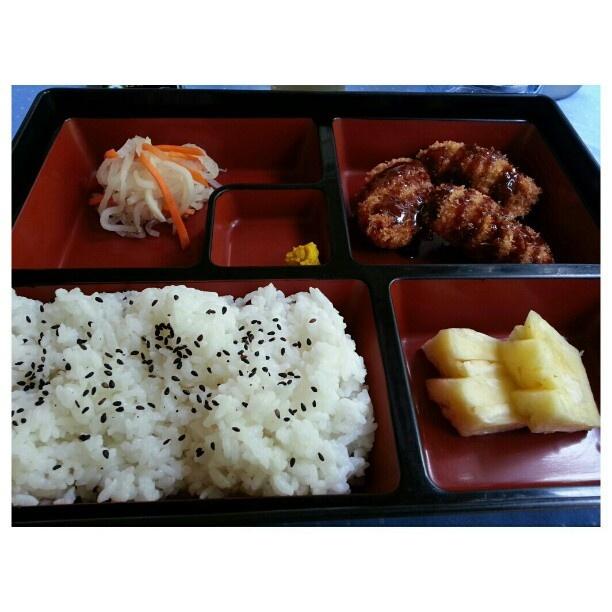 秘密の日本飯屋で#カキフライ弁当 #breaded#oyster#bentou #yummy#japanese#food#restaurant#philippines#フィリピン