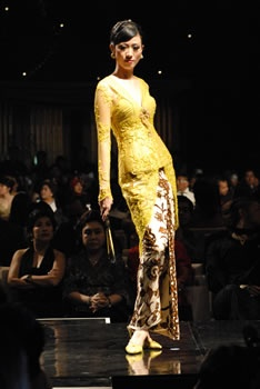 Beautiful yellow kebaya.