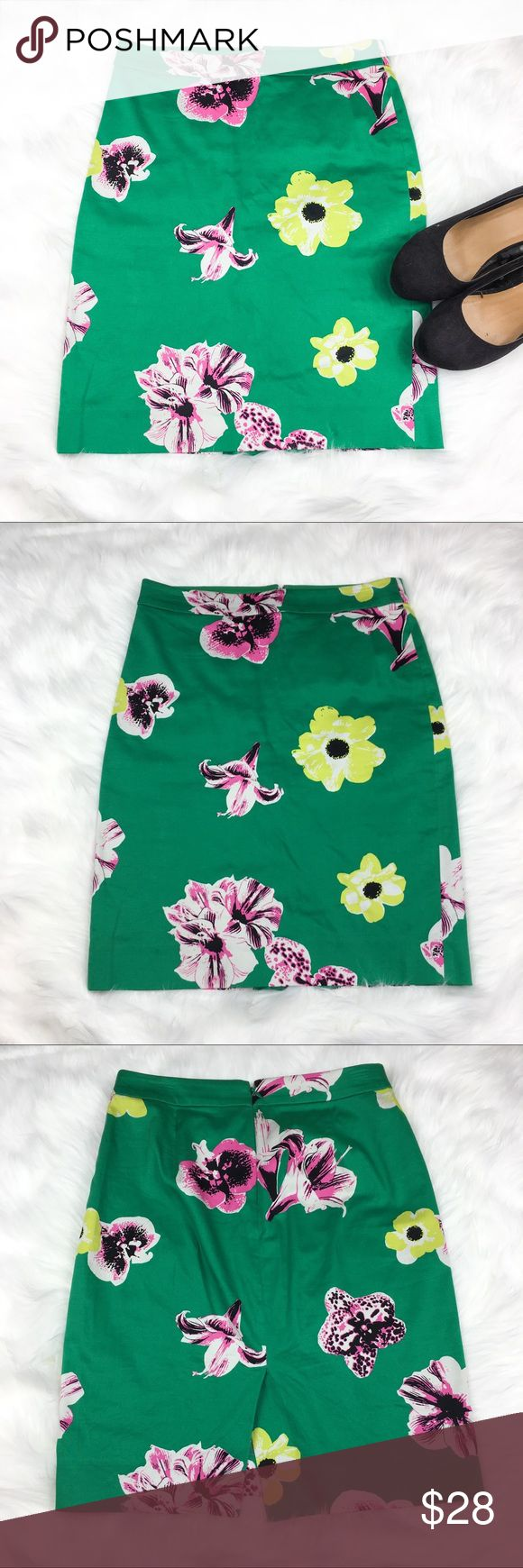 """J.Crew Factory The Pencil Skirt J.Crew Factory """"The Pencil Skirt"""" in green with flowers. Size 0. Approximate measurements flat laid 20' long and 17' hip. Waist measurements are pictured above. GUC with no major flaws. ❌No trades ❌ Modeling ❌No PayPal or off Posh transactions ❤️ I 💕Bundles ❤️Reasonable Offers PLEASE ❤️ J.Crew Factory Skirts Pencil"""