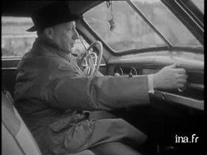 Reportage sur la prévention routière tourné sous forme humoristique, mettant en scène Pierre DAC, qui, le permis et le code de la route fraichement acquis, se comporte comme un chauffard au volant de sa voiture, dans les rues de Paris.
