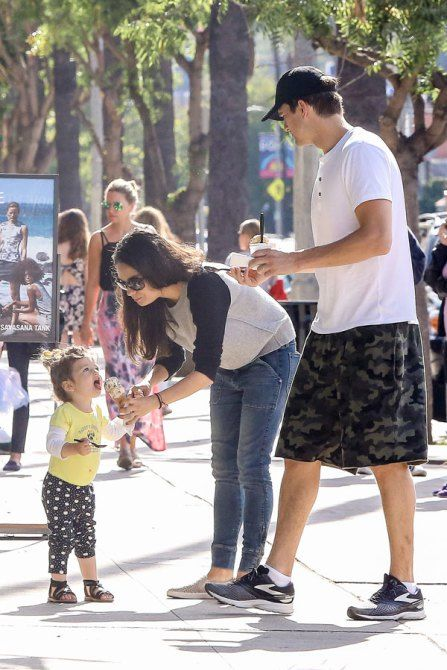 Mila-Kunis-Ashton-Kutcher-daughter-wyatt-ice-cream-02