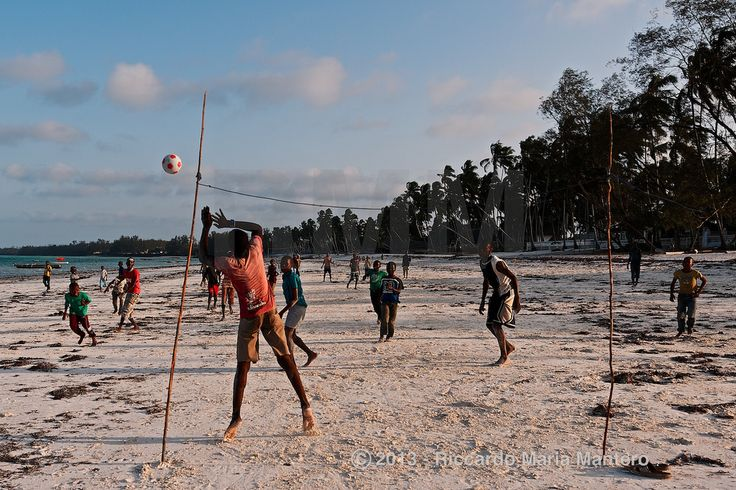 Soccer in Zanzibar #2 Teams are built from 5 to 15 players! For more photos follow me on instagram @riccardo_mantero