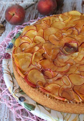 Una crostata alle pesche che sembra un fiore? Vi spiego come farla in modo semplice per presentare un dolce che stupirà per la bellezza ed il sapore fresco