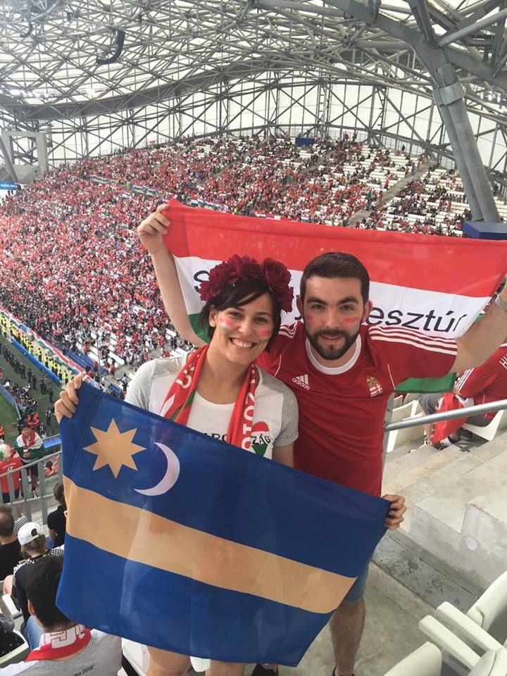 Huni és Barbi Erdélyből, Székelykeresztúrról utaztak egészen Marseille-ig, hogy a helyszínen szurkolhassanak a csapatnak. Hihetetlen élmény volt számukra. Köszönjük a fotót!  KÜLDJ KÉPET TE IS!  Mutasd meg, hogyan buzdítod a válogatottat! Küldj képet üzenetben!   http://ahiramiszamit.blogspot.ro/2016/06/huni-es-barbi-erdelybol.html