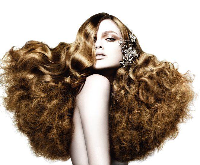 Шампунь из банана....Хотите иметь красивые пышные волосы? Тогда шампунь попробуйте сделать самостоятельно.        Благодаря своим увлажняющим свойствам и дразнящему аромату, банановый шампунь будет хорошим выбором почти для каждого. Свежие бананы оживят тусклые волосы, насытив их влагой, сделав мягкими и гладкими. Особенно эффективно они действуют на окрашенных химическими красками волосах. Увлажнённые волосы дольше удерживают краску, а, значит, вам реже придётся их подкрашивать. Домашний…