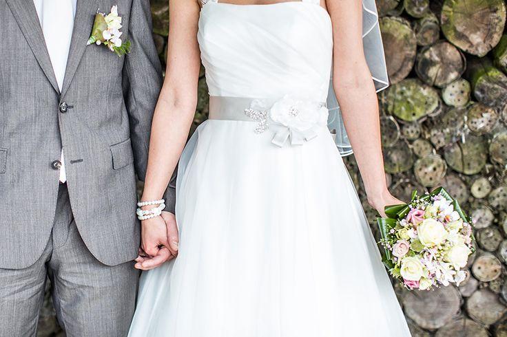 Detailshot trouwjurk met grijze ceintuur, Bruidsfotografie, Bruidsfotograaf | Dario Endara