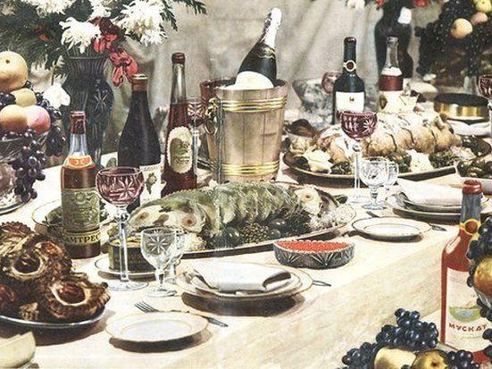 Ровно 65 лет назад массовым тиражом вышла «Книга овкусной издоровой пище», повествующая опродовольственном рае вСССР