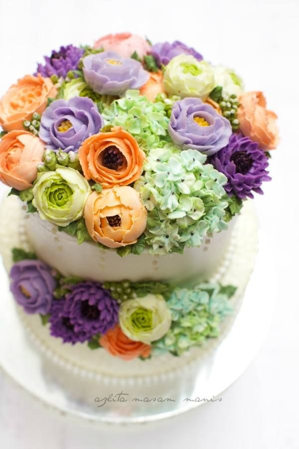 In Korean language; but pictorial instructions for making these lovely flowers.  masam manis: Korean Flower Buttercream