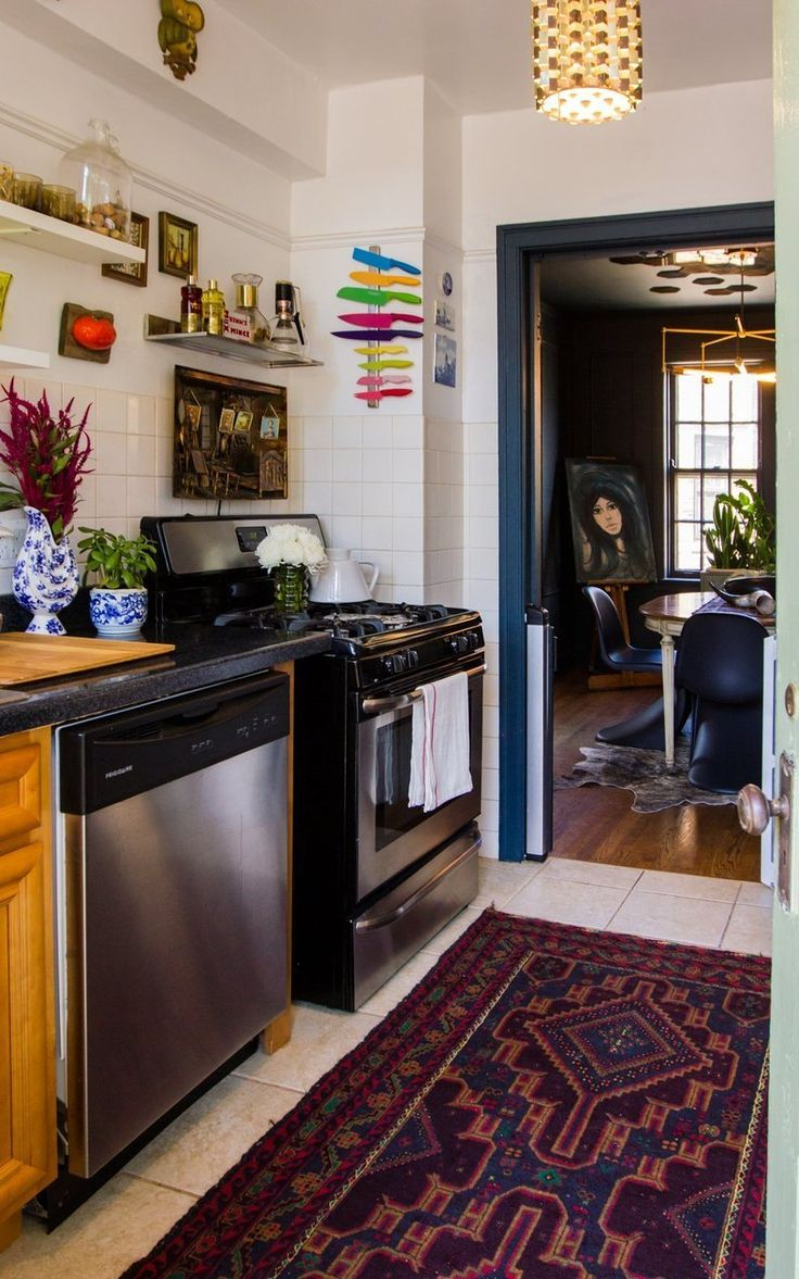 Lauren's Bright & Bold Chicago Apartment>>> painted door frame of the dining room colour- great idea for home! kitch to bath..
