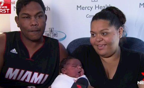 Parto normal: Mulher dá à luz bebê de 6 quilos sem anestesia