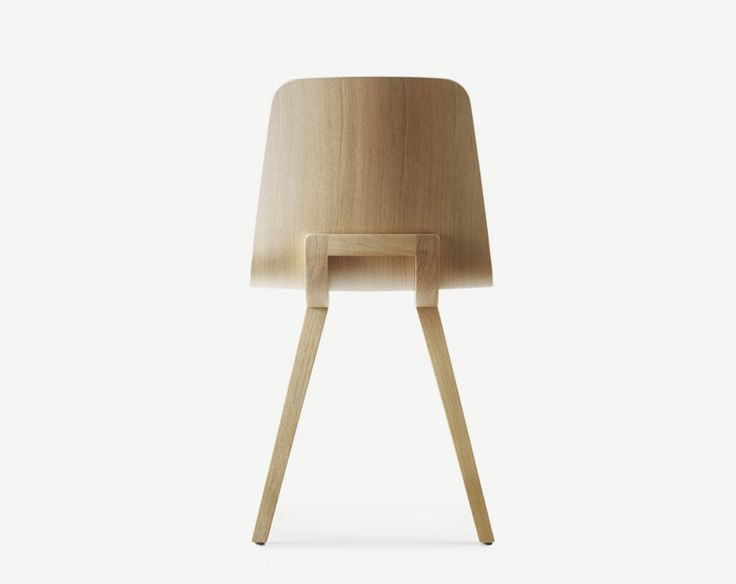 KUSKOA CHAIR / ALKI  The chair is composed of a solid oak easel on which arises a delicate shell, upholstered on the front of clothed or wood. The tapestry is finely folded on the periphery of the shell. In the version of timber, the shell is brushed letting appear the grain.