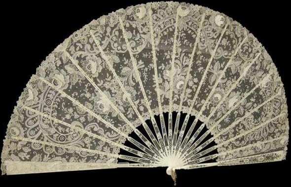 ~dentelle amour ~ love of lace~  The love of lace, the delicate, the feminine.