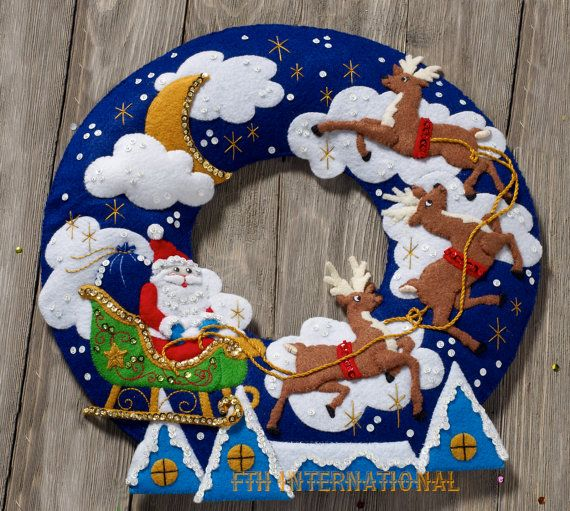 Bucilla Over The Rooftop Wreath Felt Christmas Home Decor