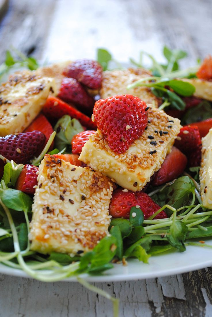 This Haloumi salad contains one of our favourite low-fructose fruits - strawberries with some good fats and protein to lessen the sugar blow.