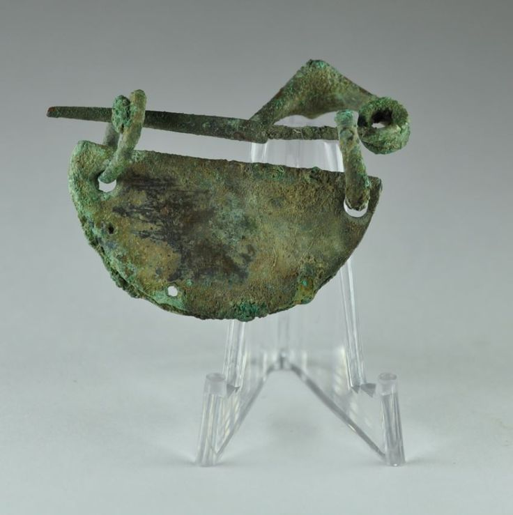 Etruscan bronze brooch, 4.4 cm long. Private collection