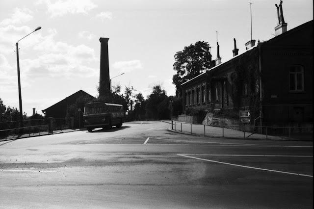 Hämeentien ja Koskelantien risteys, näkymä etelään. Vasemmalla Vanhankaupunginkoski. 1970 (Rista Simo / ser071430). Helsingin kaupunginmuseo