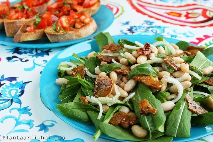 Mibuna salade met tofu bacon (recept!) en witte bonen