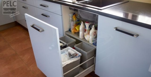 http://hobby.instory.cz/dum/816-vyberte-si-vhodny-odpadkovy-kos-do-kuchyne-at-vypada-a-nesmrdi.html