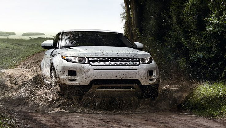 Terrain Response® helps to give you sure-footed confidence in the most demanding conditions. Press on through rain, snow and ice or potholes and curbs – all aided by raised front and rear axle clearance.