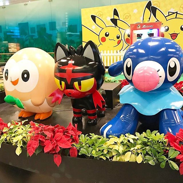 #singapore #pokemon at #changiairport #pokemonsunandmoon #picachu #Mokuroh #Litten #Ashimari #シンガポール #チャンギ空港 #ポケモン #モクロー #ニャビー #アシマリ #ポケモンサンムーン  #新嘉坡 #樟宜機場 by blackbat_wb3 Aéroport de Singapour Changi