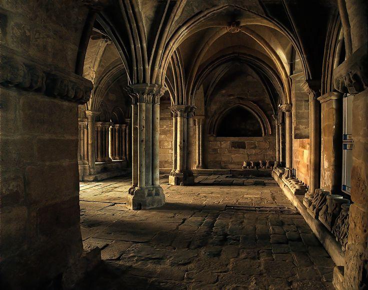 Dentro del Monasterio (Inside the monastery) by Ernesto  Falkenthal on 500px