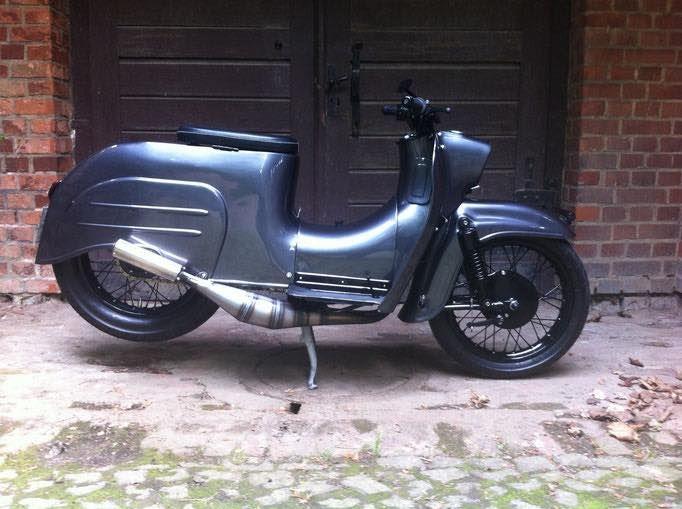Bild könnte enthalten: Motorrad