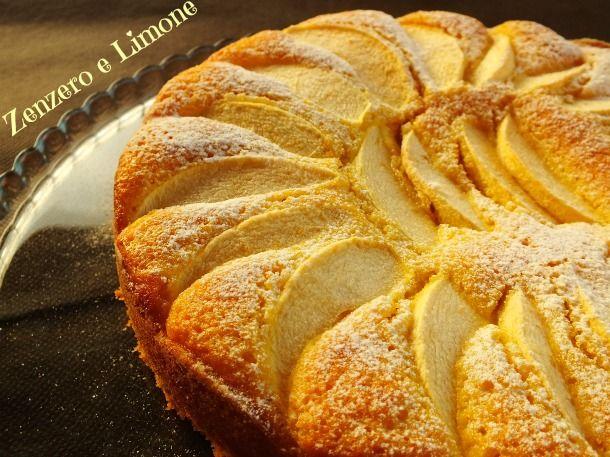 Questa torta di mele è morbidissima e profumata ed è resa ancora più golosa dalla farina di mandorle che le conferisce un ottimo sapore.