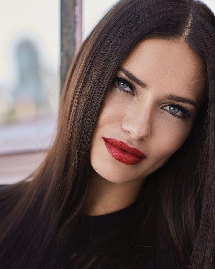 maxmoments Always stunning @adrianalima for @maybelline Beauty by @gatomakeup / hair by @brycescarlett / styled by @er_tur / shot by me
