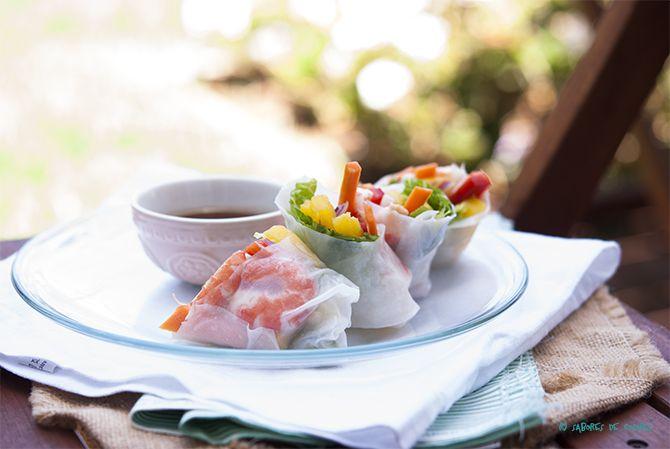 Sabores de colores | Recetas deliciosas para cualquier ocasión.: Rollitos de primavera fríos con langostinos, mango y salsa de pimentón y miel. {VÍDEO RECETA}