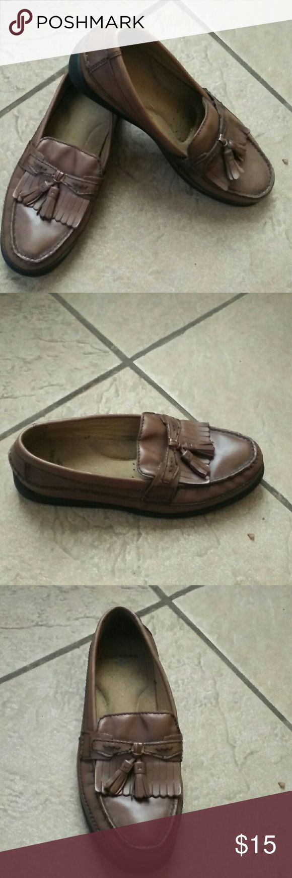 Dockers mens brown loafers Genuine leather.  Brown loafers with tassels . Dockers Shoes Loafers & Slip-Ons