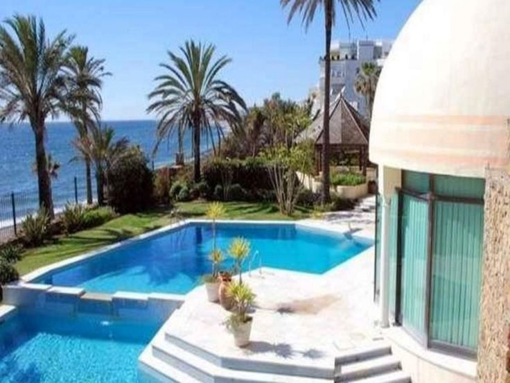 Undoubtedly, the best waterfront property of value on the Golden Mile, with considered deals, making this an excellent and rare investment opportunity to add substantial value with a high-end interior renovation to match the architecture Unique and stone of this great palatial property. #villasinspain #spainluxury #realestate #marbella #andalusia #houses #costadelsol