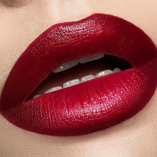 Para esas noches inolvidables Pout de Makeup Store es la mejor opción.  #Lipstick #Red #Labios