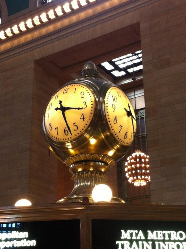 """@indiral nos cuenta """"@NewYorkando Vale la pena visitar La estación Grand Central, solo para contemplarla y sentirte como en una peli ;)"""""""