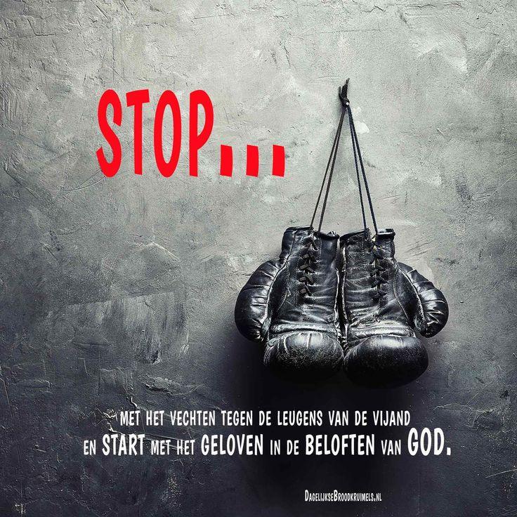 Stop….. met het vechten tegen de leugens van de vijand en start met het geloven in de beloften van God.  #Geloof, #God  https://www.dagelijksebroodkruimels.nl/stop/